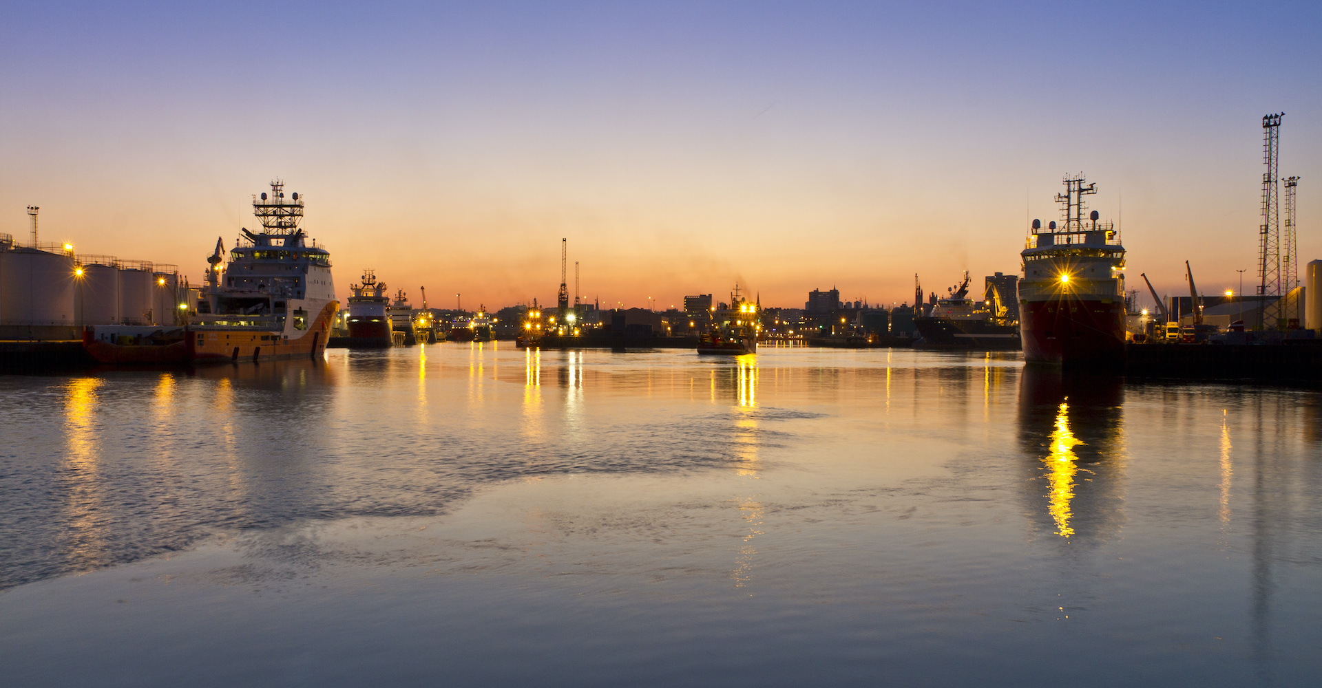 aberdeen-harbour-adobestock_40499345.jpeg